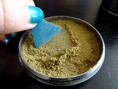 The kief trap of the Cosmic Case grinder for grinding weed buds
